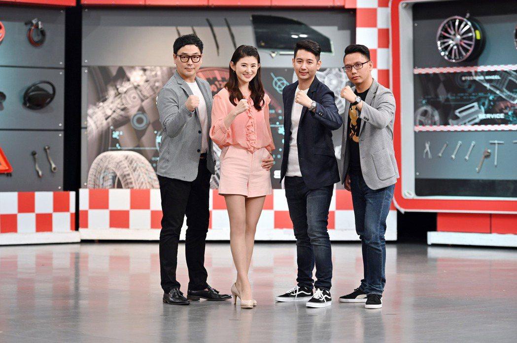 TVBS「地球黃金線」主持人蘇宗怡與「黃金線戰隊」(左起) 汪廷諤(Michae