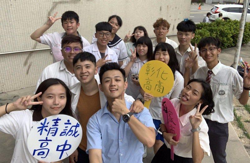 员林家商毕联会主席萧立嵘发起串联彰化县18所高中职毕联会一起唱「明天会更好」,希望台湾度过疫情危机,明天会更好。 图/萧立嵘提供