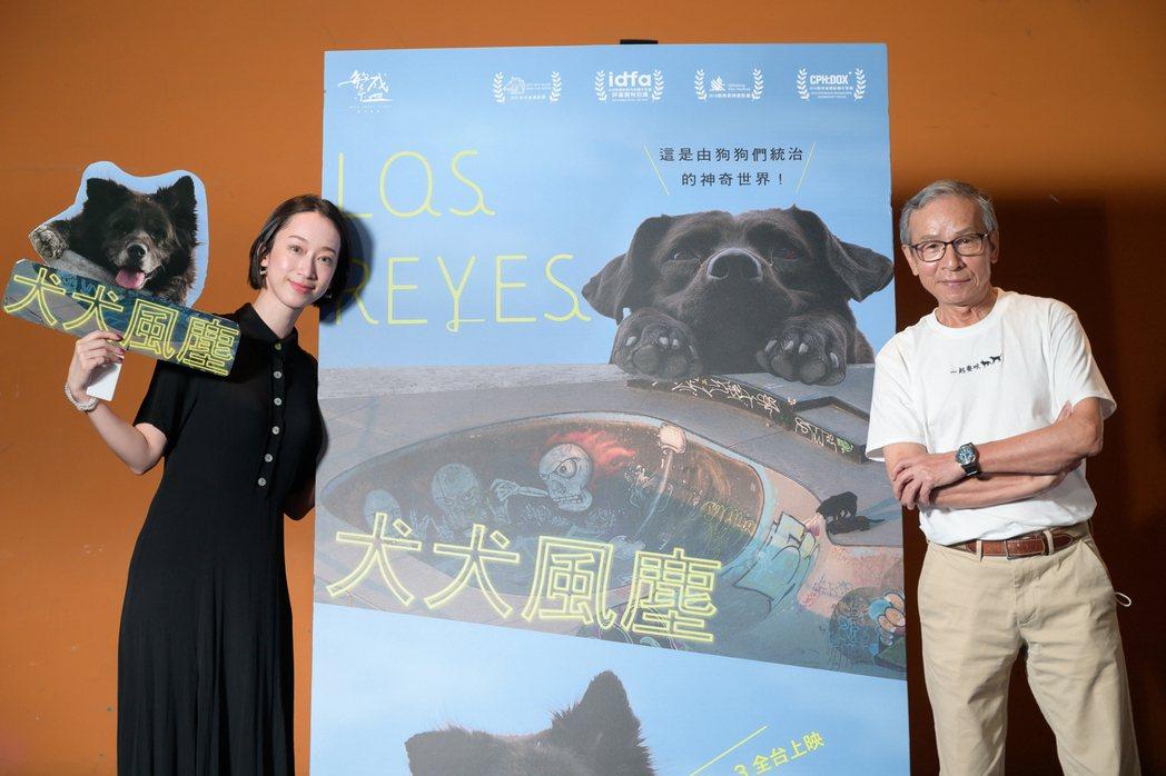 吳念真導演(右)受發行負責人林涵(左)之邀,觀賞電影「犬犬風塵」。圖/繁盛映畫提...