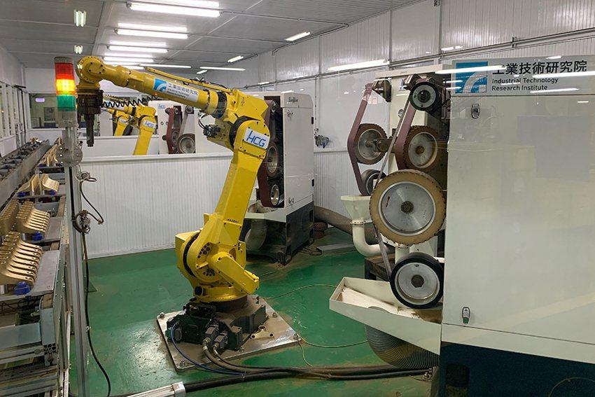 和成、工業局與工研院攜手打造AI人工智慧研磨拋光機器人,透過導入AI人工智慧及感...