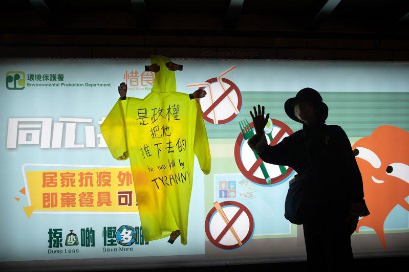 香港第一個在「反送中」運動中死亡的個案梁凌杰,今天被裁定死因為「死於不幸」,而非死於自殺或意外。 圖/歐新社
