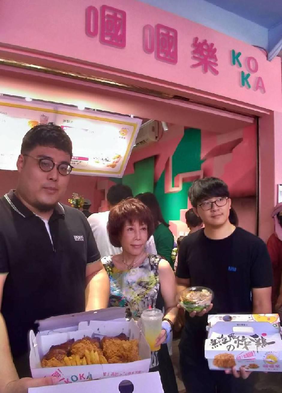 嘓嘓炸雞台樂所共同創辦人,阿Ben(左起)、郭汶雪、阿Sam。
