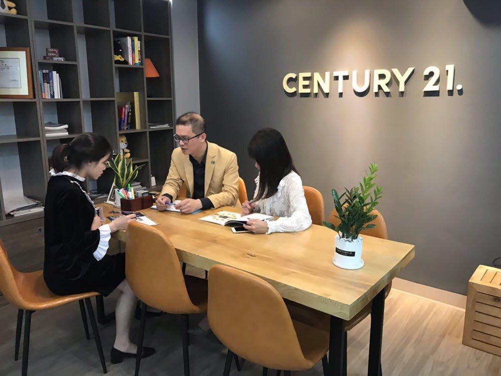 21世紀不動產越南尚好房屋加盟店在當地已經成功締結許多房地產買賣案例。 圖/21...
