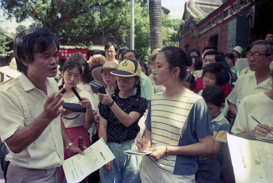 樂山文教基金會舉辦的「我愛迪化街」運動,攝於1988年。 圖/聯合報系資料照