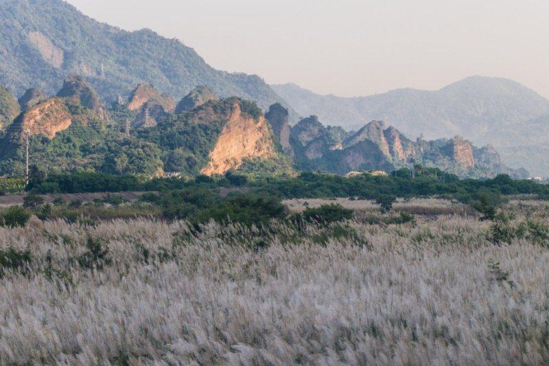 十八羅漢山為礫岩的特殊地景,因大大小小獨立的山頭,形似佛家修行的羅漢坐姿而得名。...