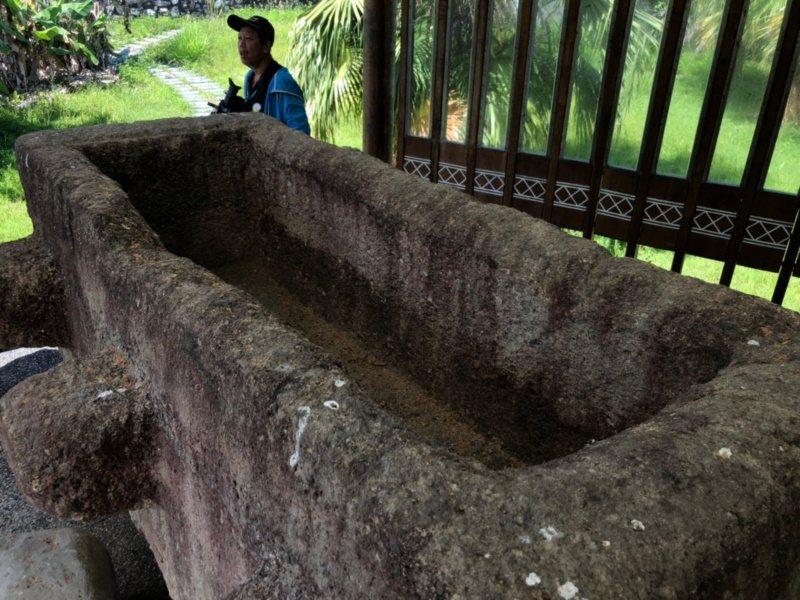 花蓮縣豐濱鄉新社村的岩棺,在外地流浪多年,6年前回歸部落。 圖/王燕華 攝影