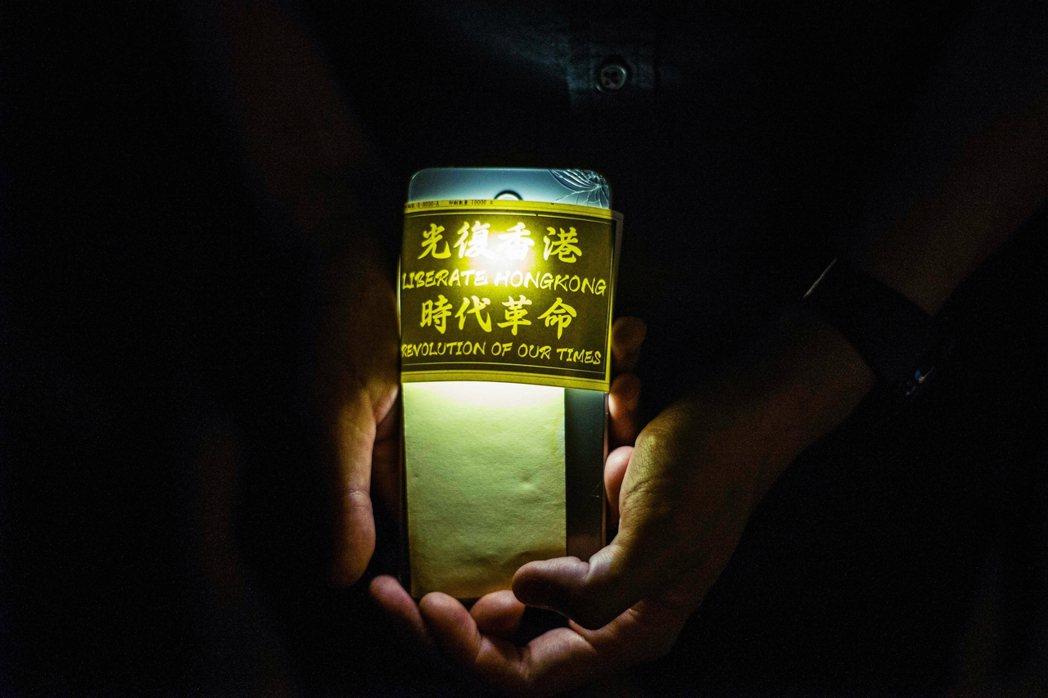 「未來這一年會更加黑暗...黎明是最黑暗的,但我們相信以香港人的能耐,我們會找到...