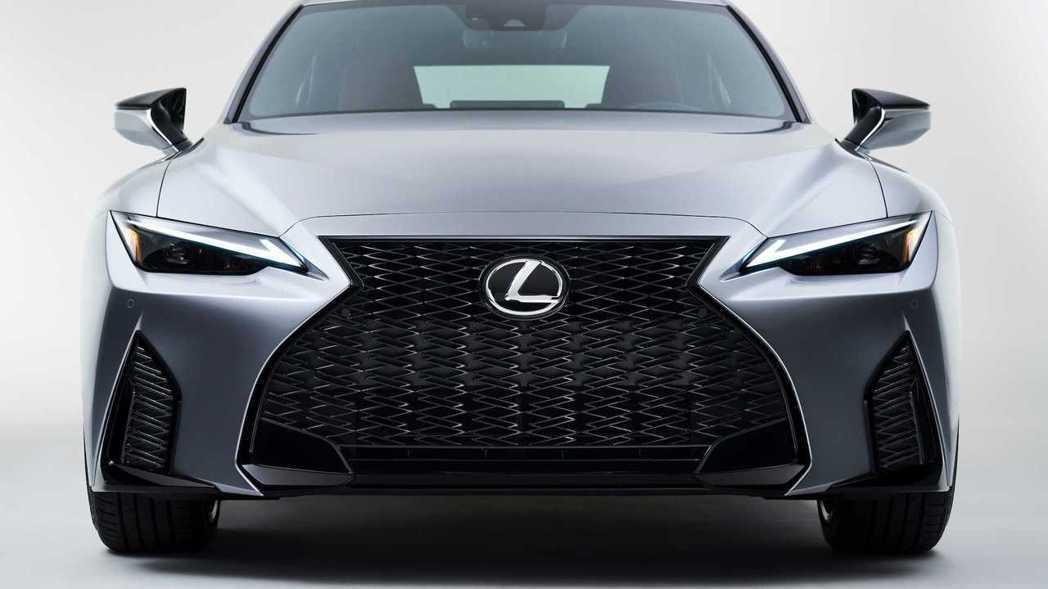更大面積的紡錘型水箱罩仍然是Lexus的家族特徵。 摘自Lexus