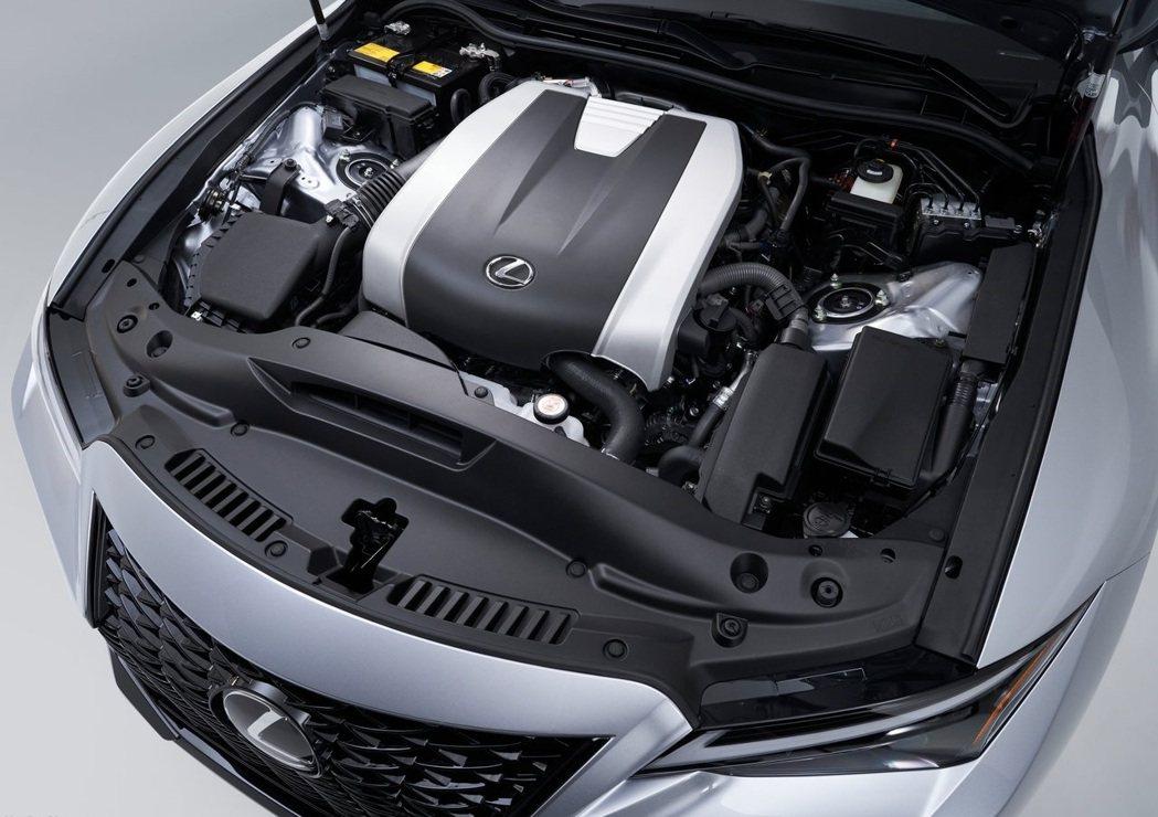 IS 350搭載3.5升V6引擎可產生311hp馬力和38.7kgm扭力。 摘自...