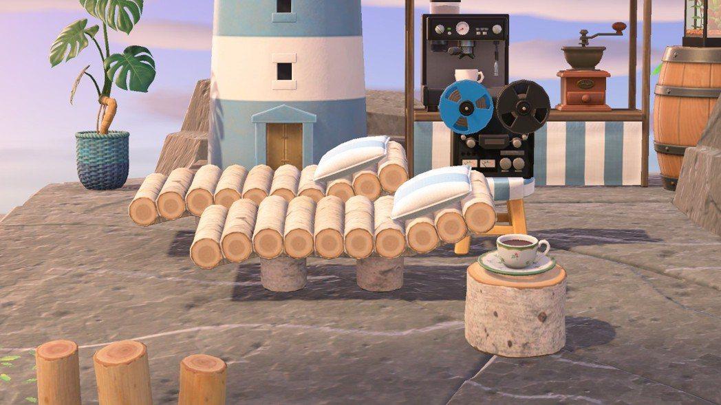 每個空間都不需要馬上完美。這裡的藍盆龜背芋、圓木凳子都是後來換上的,咖啡機和盤式...