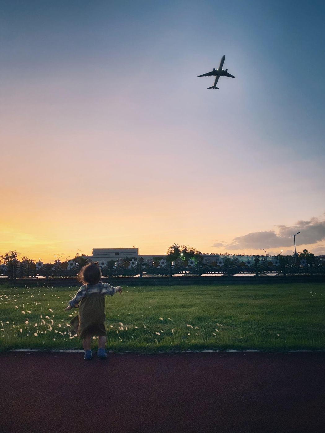 小時候愛海的瀟灑,長大後懂得山的美。當個台北人很幸福,見山是抬頭望向遠方,看海是...