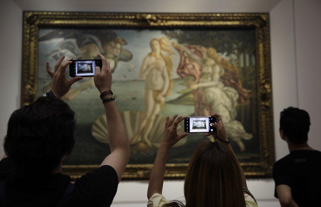 畫家Sandro Botticelli創作的《維納斯的誕生》,是這裡最著名的館藏...