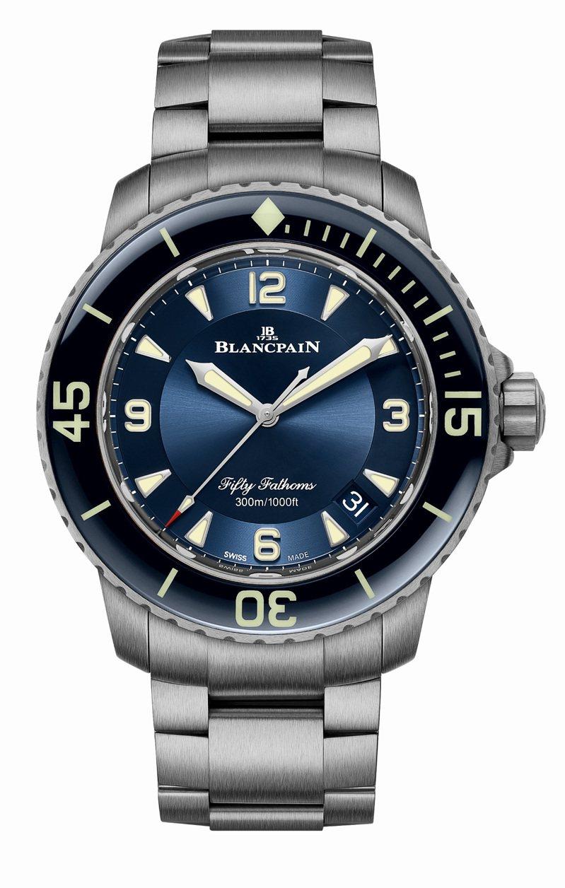 Blancpain,五十噚自動腕表,鈦金屬,45毫米,自動上鍊機芯,時間顯示,防水300米,58萬2,000元。圖 / Blancpain提供。