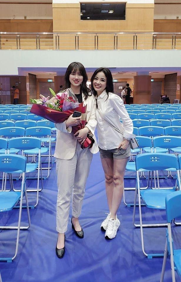 呂文婉開心出席女兒畢業典禮。圖/摘自臉書