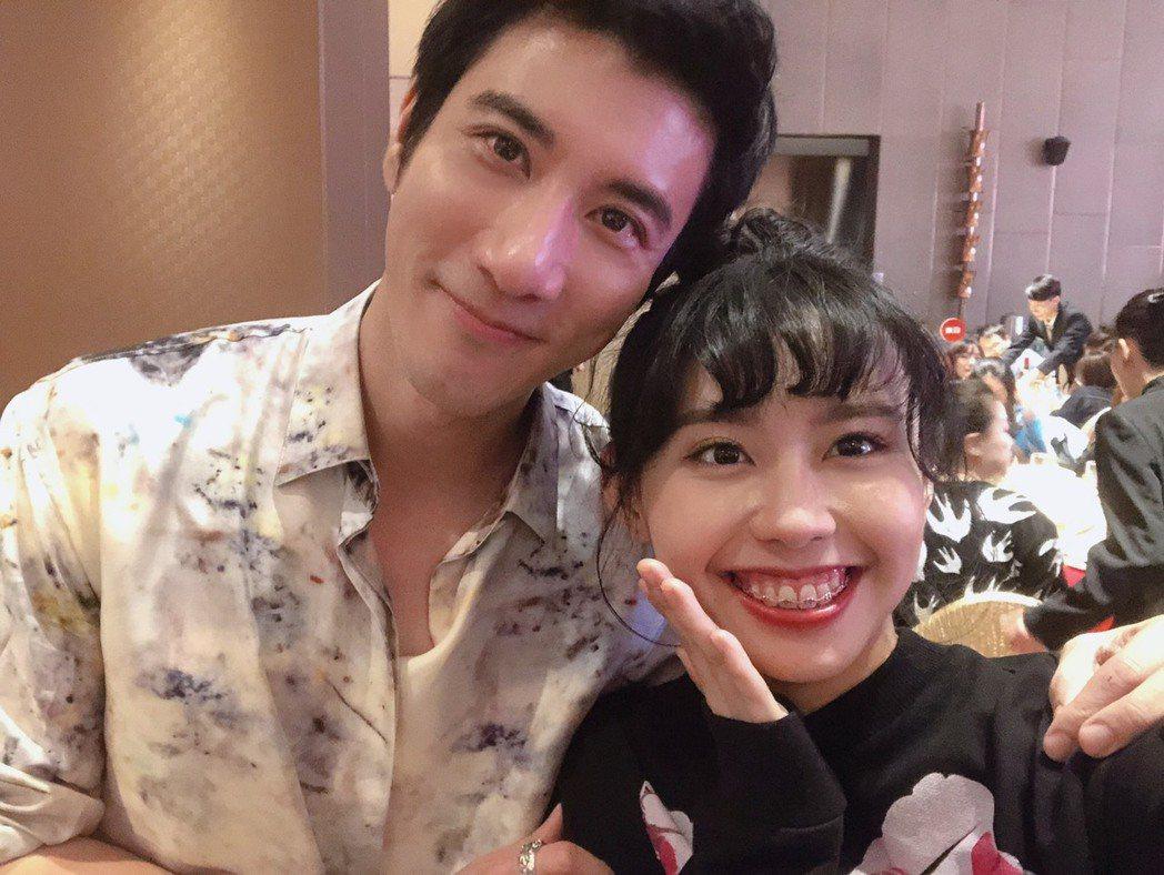 李芷婷(右)在「中國好聲音2019」是王力宏戰隊選手。圖/唯有音樂提供