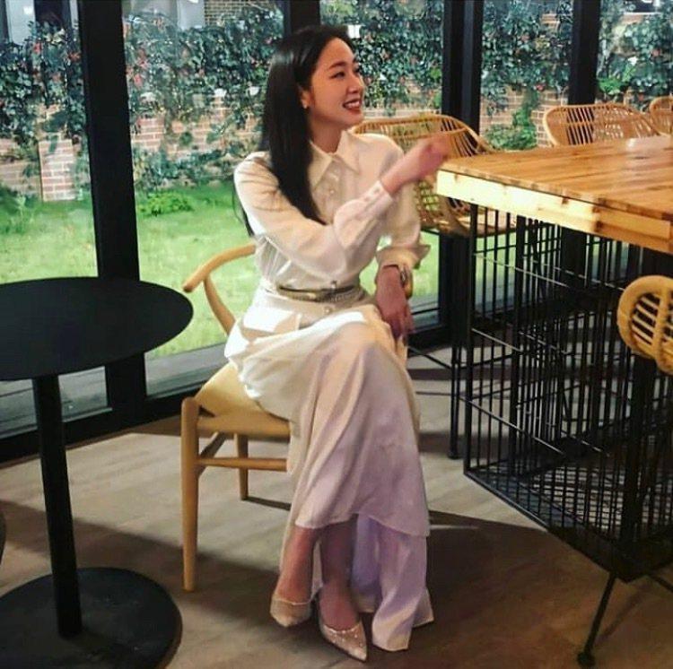 韓國香奈兒品牌大使金高銀,在《永遠的君主》完結篇中,演出身穿香奈兒長袍、配戴香奈...