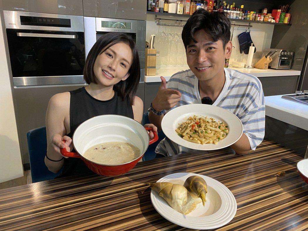 袁艾菲(左)邀好友楊子儀一同錄製「艾菲的小廚房」節目。圖/風雅國際提供