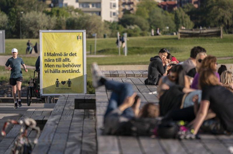 當全球各國都因疫情實施嚴格封鎖措施,被稱為「佛系防疫」的瑞典卻大致維持國內商業運作。美聯社