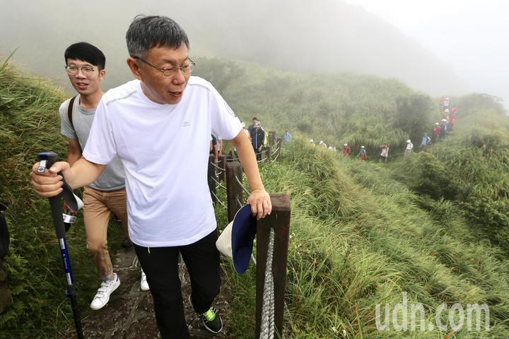 台北市長柯文哲曾參加「台北大縱走,千人齊步行」的登山活動。 圖/聯合報系資料照片