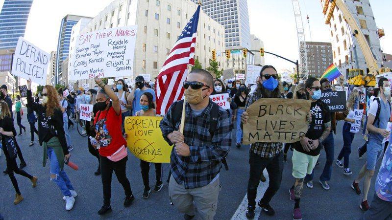 非裔男子佛洛伊德之死,引發全美反種族歧視運動。 美聯社