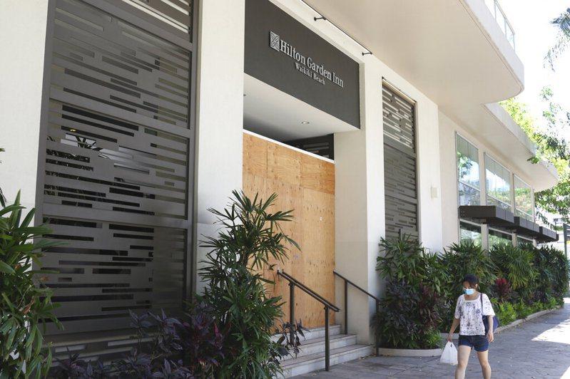 疫情重創,知名希爾頓酒店宣布裁減2100名員工。 美聯社