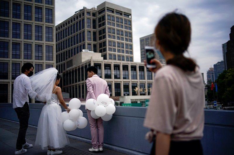 台灣是全球少數仍保有通姦罪的國家,如今宣告違憲,是民間團體與法界人士倡議長達20年後的成果。 圖/路透社