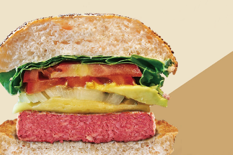 2公分厚切的蔬食漢堡排顛覆了大家對素肉具有豆青味、口感單薄的傳統刻板印象。 圖/...