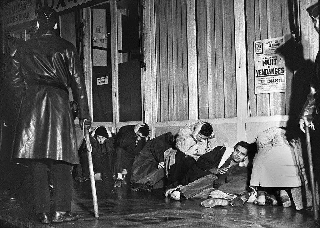 1961年的「巴黎慘案」。上千名北非後裔在巴黎街頭遊行後遭到逮補,超過300人失...