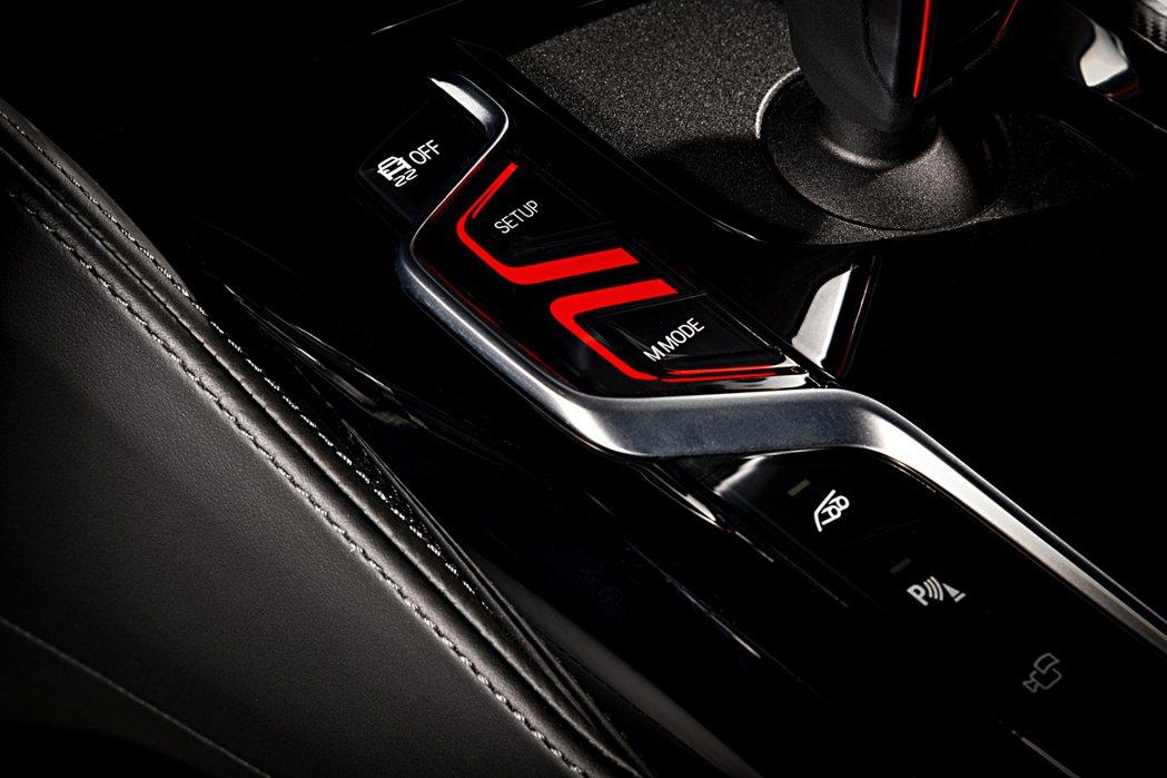 小改款BMW M5、M5 Competition在中央鞍座上首度新增了「M Mo...
