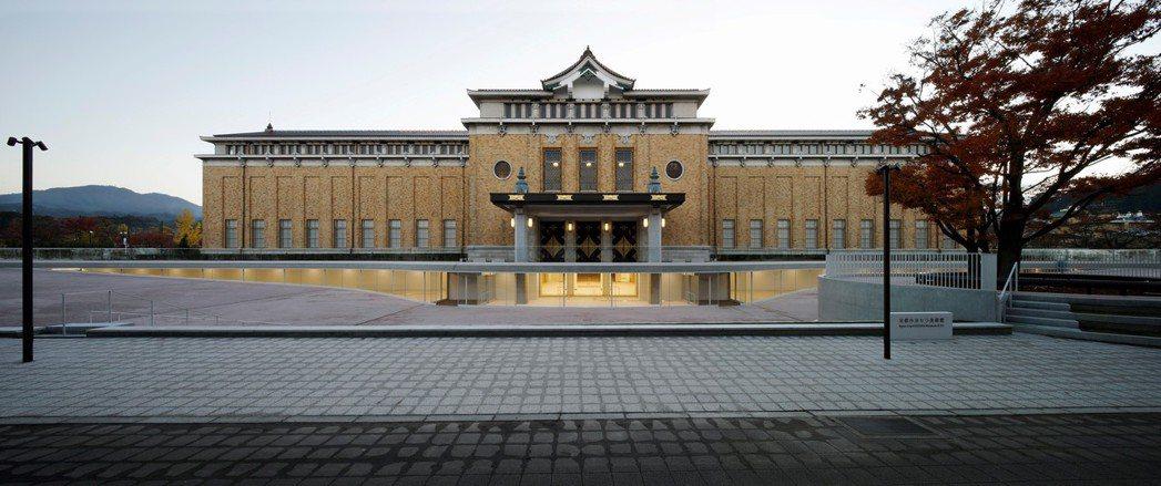 京瓷美術館改建最精彩之處莫過於溫柔而謙遜的將美術館入口更動至地下一樓,從立面外觀...