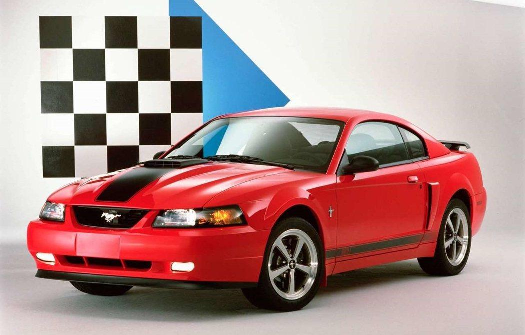 2003、04年短暫回歸的Mach 1。 摘自Ford