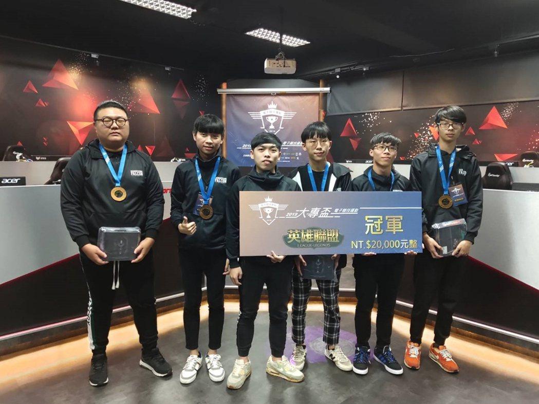 「弘光獵鷹」校隊參加第一屆大專盃電子競技運動比賽勇奪冠軍。 弘光科大/提供。