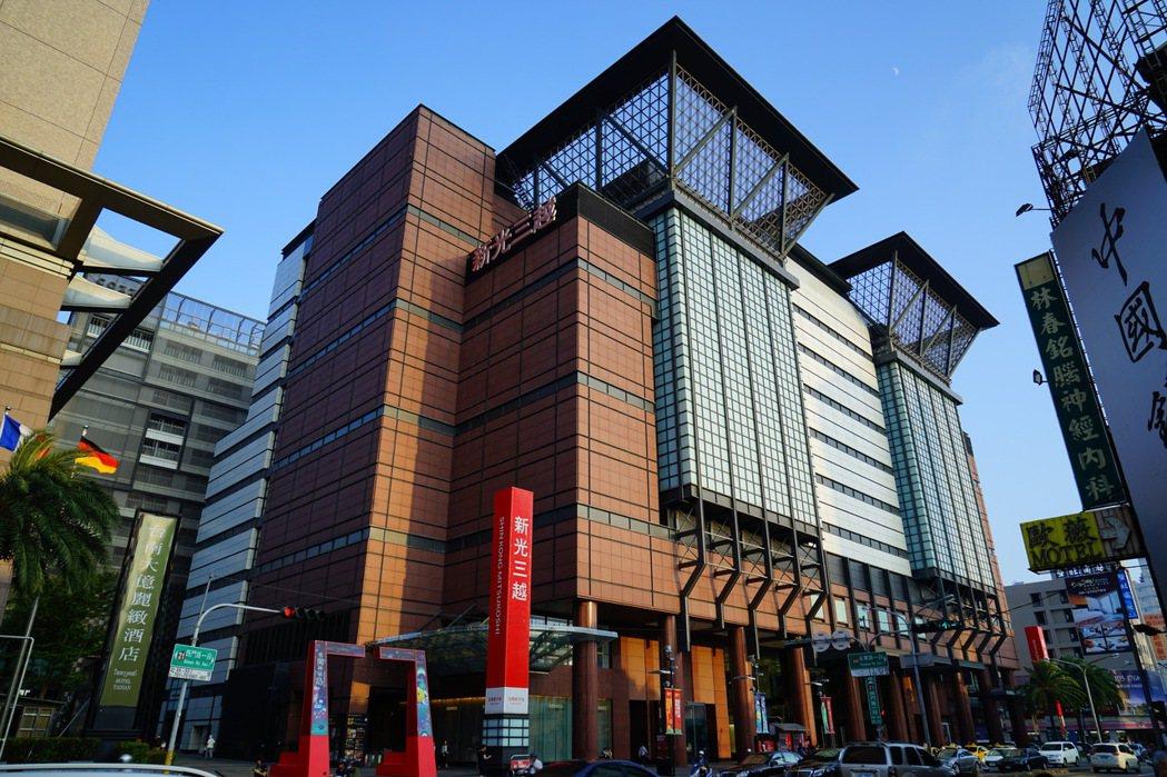 市政新灣區鄰近新光三越—台南新天地生活圈。圖片提供/興富發建設