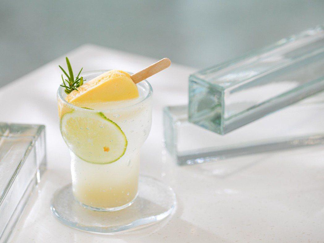 春室與台南蜷尾家合作推出限定口味漂浮雪糕氣泡飲。 圖/春室提供