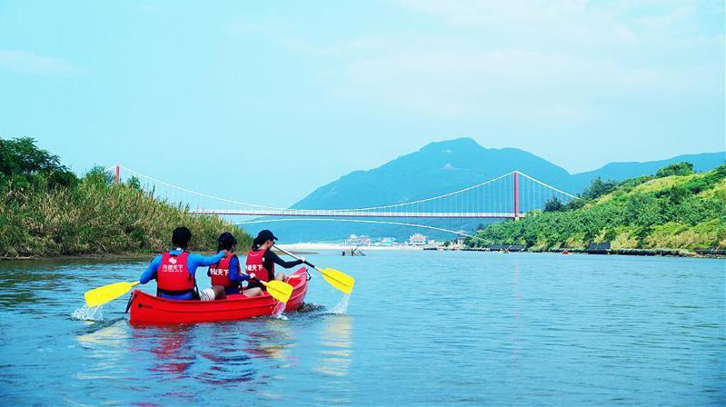 ▲暑假親子旅遊活動推薦-福隆印地安舟推薦。(圖/Tripbaa趣吧!達人帶路)