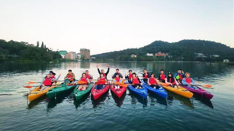▲暑假親子旅遊活動推薦-日月潭獨木舟體驗。(圖/Tripbaa趣吧!達人帶路)