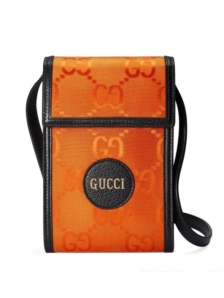 OFF THE GRID系列亮橘迷你肩背包,24,600元。圖/GUCCI提供
