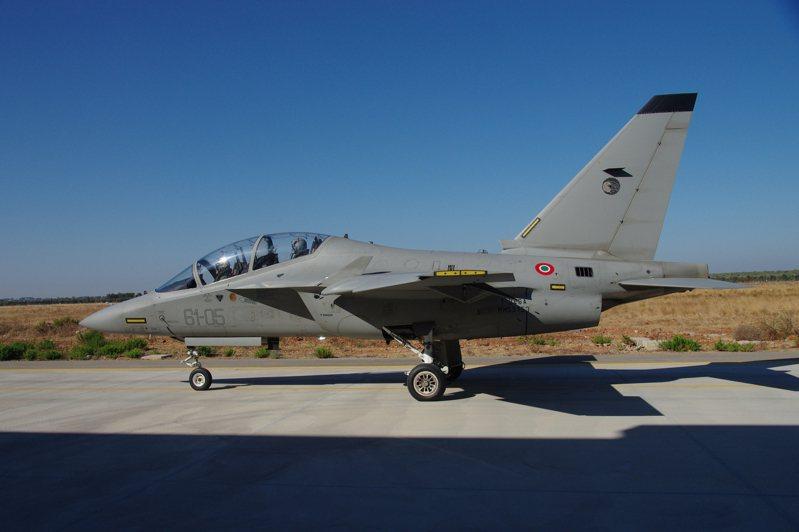 M-346與勇鷹一樣使用兩具F124,不過機身較高,後座視野較佳,機身內部燃油空間也較大。資料照,記者程嘉文/攝影
