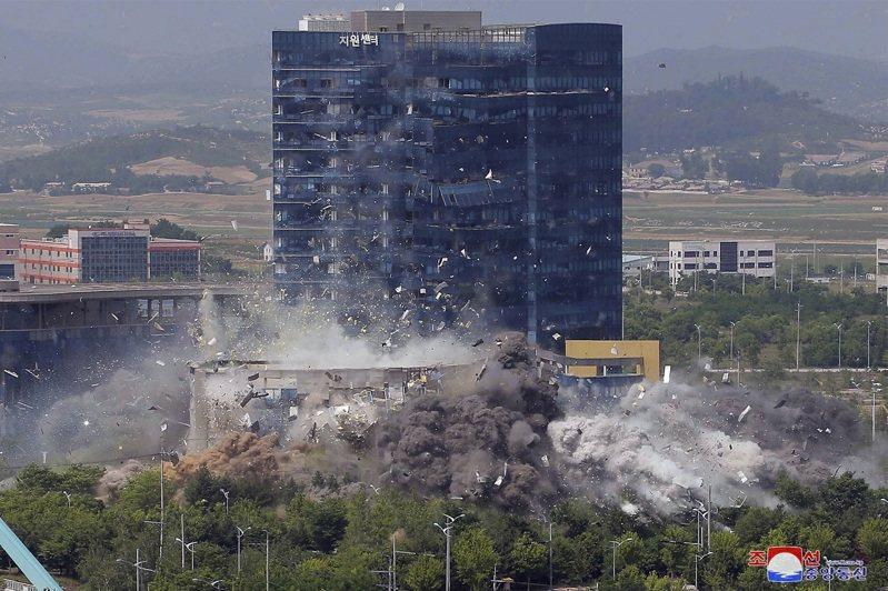 北韓政府16日發布南北韓聯絡辦公室被炸瞬間的高解析度影像,分析認為此舉旨在旨在宣告南北韓關係徹底破裂、回歸原點。美聯社