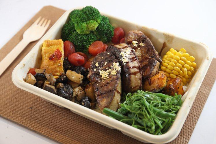吃得到150公克的「老天鵝肝餐盒」,每份580元。記者陳睿中/攝影