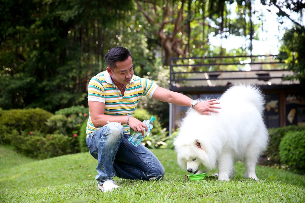 江俊翰為了愛犬,什麼都願意做。記者余承翰/攝影