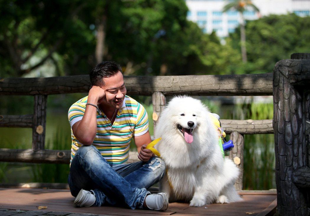 江俊翰低潮期,多虧有愛犬愛美麗的陪伴。記者余承翰/攝影