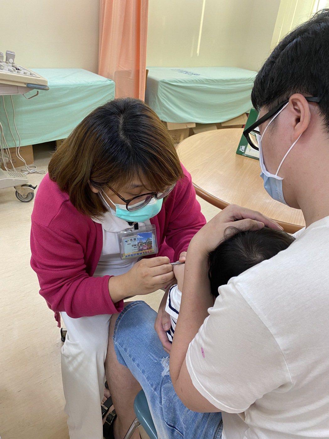 桃園醫院每個月第1周的周一下午2點至4點有卡介苗門診,院方建議家長可先預約,避免...