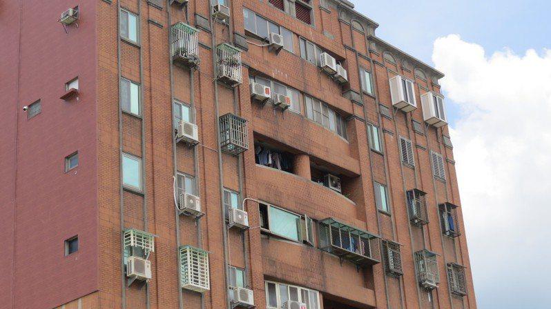 消保處昨天公布新修正的「房屋租賃契約書範本暨其定型化契約應記載及不得記載事項」,其中有電費不得超過台電規定。 圖/聯合報系資料照片