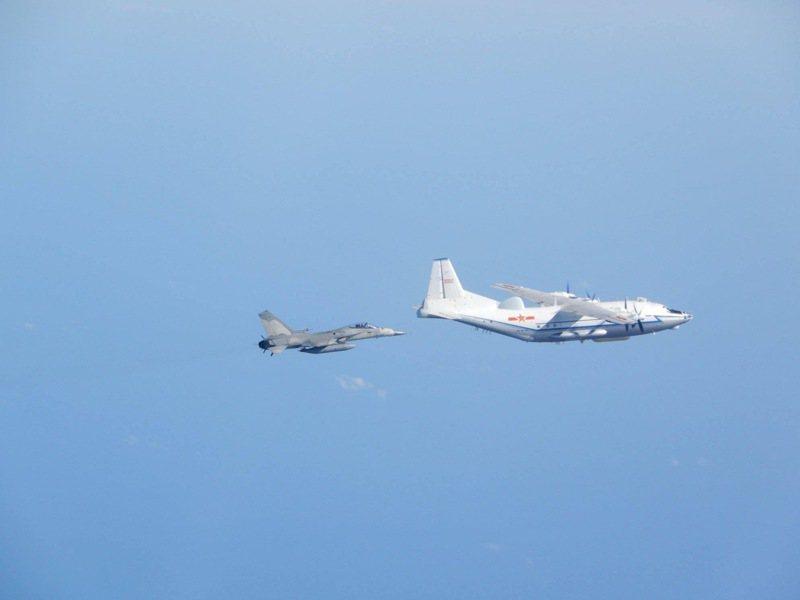 空軍司令部17日表示,中午偵獲中共運8及殲10等型機,進入台灣西南空域。圖為資料照。 圖/國防部提供
