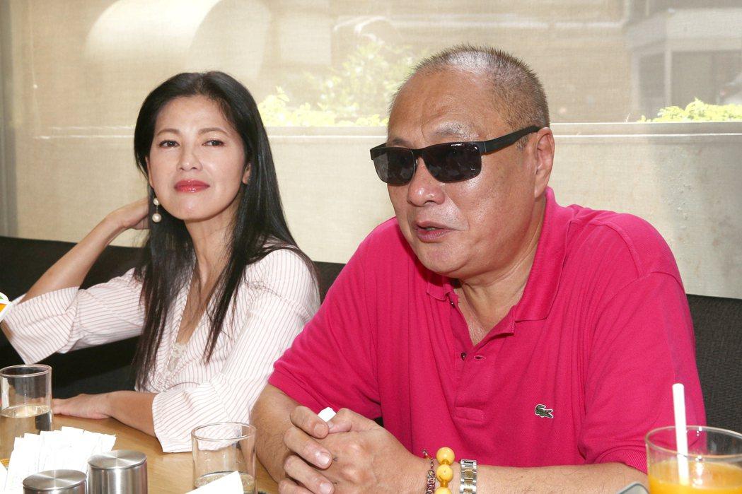 女星陳明真(左)與製作人伍宗德(右)拍攝公益短片「願有情」受訪 。記者蘇健忠/攝...
