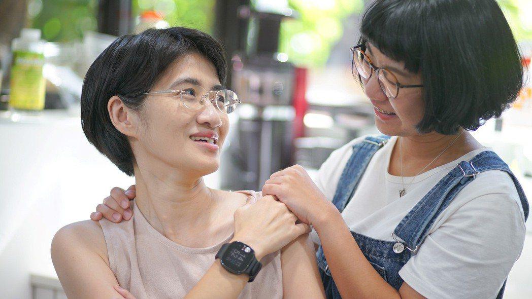 486華碩健康錶具備多項個人化健康提示工具 子女並可透過資訊分享隨時了解父母的身...