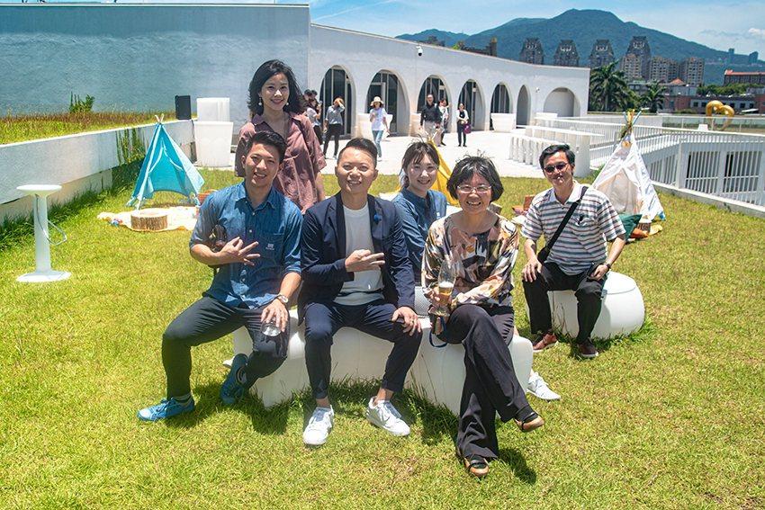 滬尾藝文休閒園區總經理陳淑慧(前排右)表示,這次結合好鄰居最棒的元素、以及夏日精...