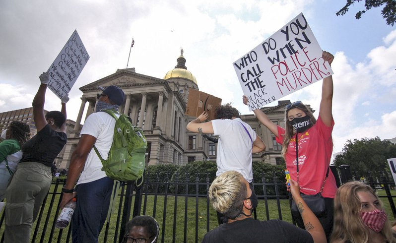 參院共和黨公布警務改革案,將不鼓勵而非禁止鎖喉等逮捕方式/下周討論警務改革法案,與眾院民主黨打對台 美聯社