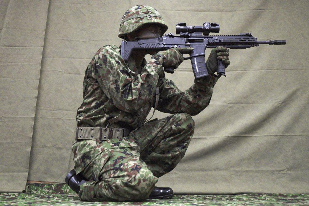 20式突擊步槍的空槍重量為3.1公斤,如果換裝8寸短槍管的話,重量更降到2.9公斤左右。 圖/美聯社
